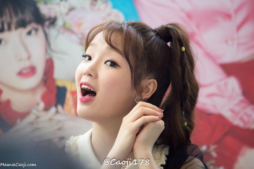 05/05/17 – OH MY GIRL FANSIGN (COLORING BOOK) – SEUNGHEE (22 PHOTOS V1)